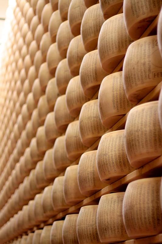 Visita al caseificio del Parmigiano Reggiano di Montagna, un'eccellenza Valtarese da scoprire